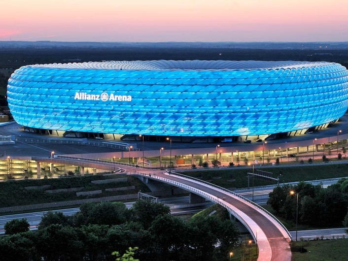 Allianz Arenawww.allianz-arena.de