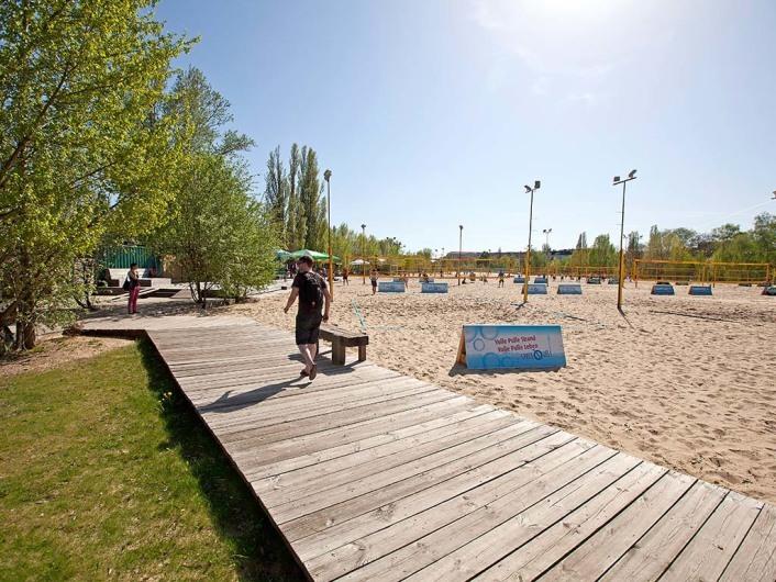 Beach 61