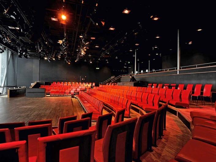 Nederland, Amsterdam, 15-02-2012. Bimhuis, centrum voor jazz- en improvisatiemuziek. De concertzaal, met uitstekende akoestiek, heeft een capaciteit van 237 comfortabele stoelen. Het podium is 7 meter diep bij 9 meter breed. State of the art ( audio-) technische faciliteiten en verlichting zijn aanwezig.     Photo (c) Paul van Riel.