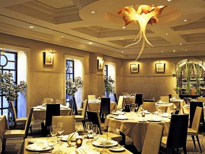 Campton Placehttp://www.tajhotels.com/Luxury/Taj%20Campton%20Place%2cSAN%20FRANCISCO/rooms.asp