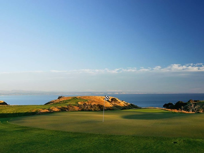 HAWKES BAY,- JANUARY 07: The 224 yard par3, 11th hole at Cape Kidnappers, on January 07, 2005, in Hawkes Bay,  New Zealand.  (Photo by David Alexander/Getty Images)