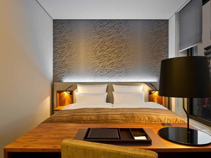 cosmo hotel berlin. Black Bedroom Furniture Sets. Home Design Ideas