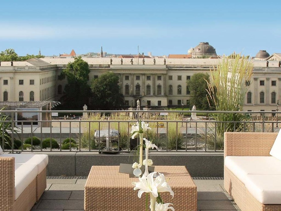 Roof terrace hotel de rome for What is a hotel terrace