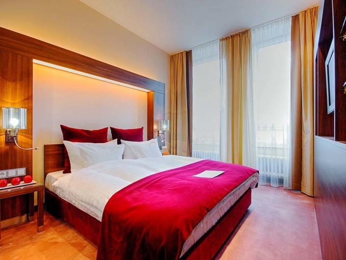 Flemmings Deluxe Hotel Frankfurt-Cityhttp://www.flemings-hotels.com/hotels/frankfurt-city/info.html