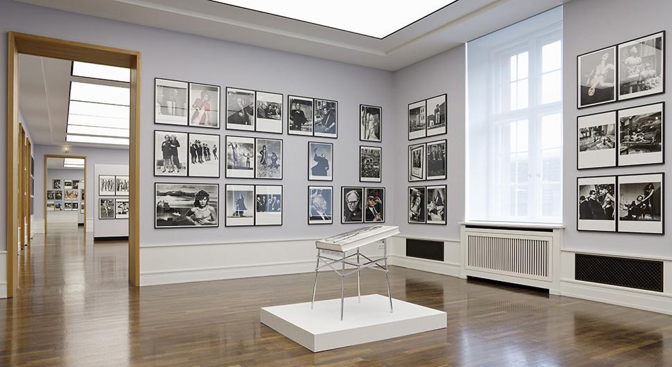 """2009, Newton Museum, Berlin. Fotodokumentation der Ausstellung """"Sumo"""""""