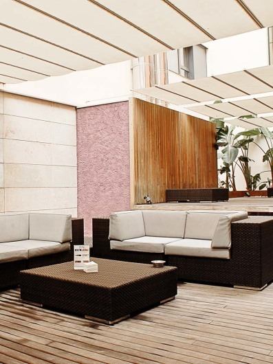 Hotel Barcelona Catedral- BCNhttp://www.barcelonacatedral.com/restauracion-4-capellans/bar-terraza-chillout/