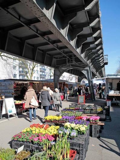 Europa, Deutschland, Hamburg, Eppendorf Hohelusft, Isemarkt, Markt, Wochenmarkt, unter der U-Bahn,