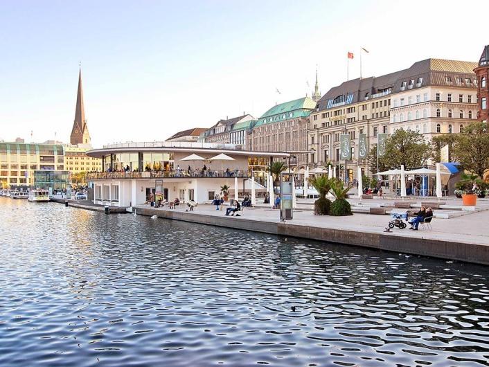 Jungfernstieg for Coole hotels in hamburg