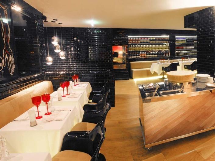 La Gioia (par)http://www.facebook.com/pages/LA-GIOIA-VIP-ROOM-RESTAURANT-PARIS-OFFICIAL-FAN-PAGE/375345455822