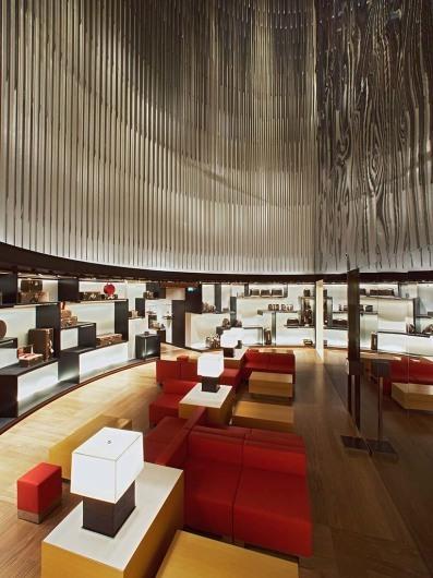Louis Vuitton (PAR)www.vuitton.com