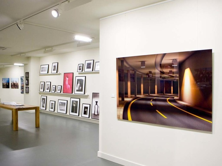 Zeitgenössische Fotokunst in der neuen Filiale von Lumas in  Frankfurt am Main Kaiserstraße13.