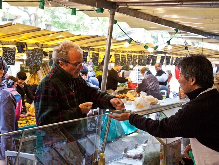 Close to Bastille every Thursday and Sunday opens Marché Richard Lenoir