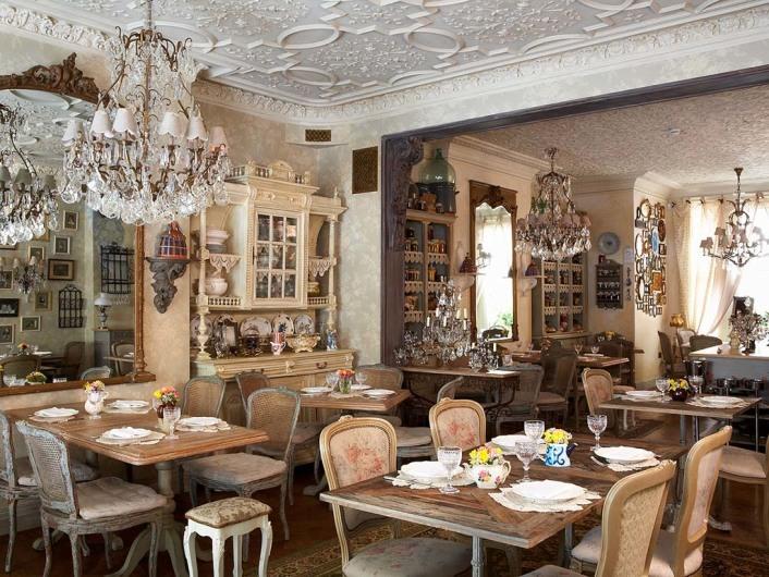 Dekoriertes Restaurant Paris