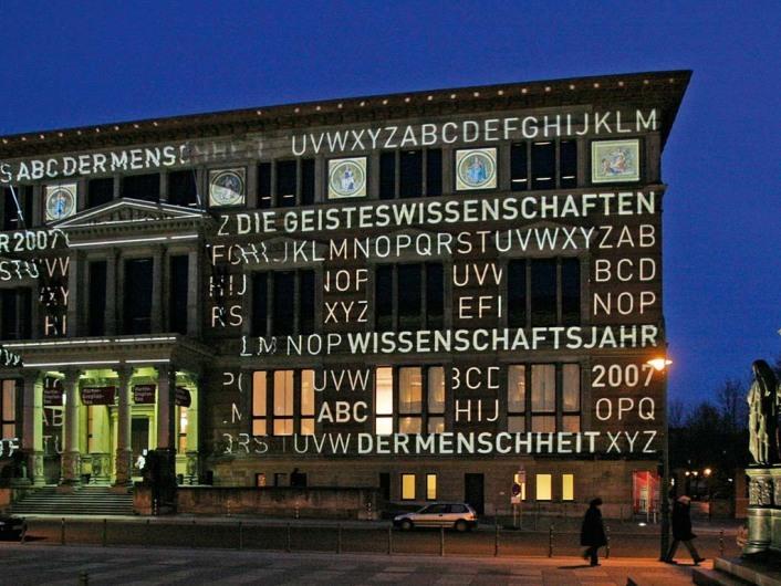 Martin-Gropius-Bau, Beleuchtete Außenansicht