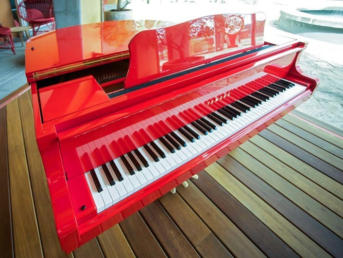 Piano Rouge Lounge Bar