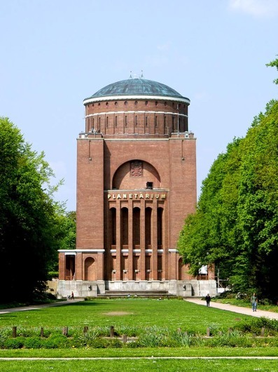 Stadtpark mit Planetarium
