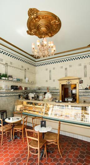 Salon, Bar, Café