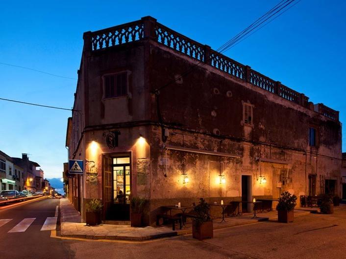 Viena, Restaurant, Cas Concos, Mallorca, Spain