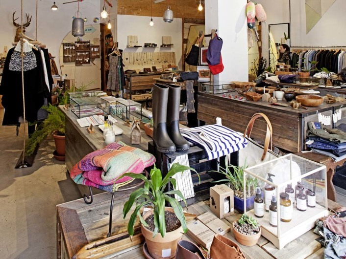 Voyager Shop. Mission District, San Francisco, California, USA