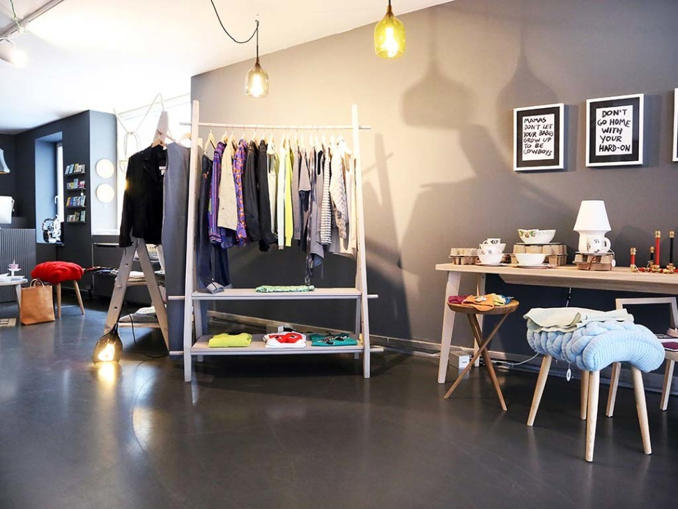 waldraud. Black Bedroom Furniture Sets. Home Design Ideas
