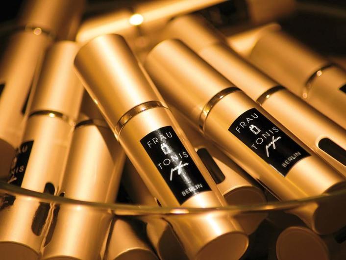 LIKE & WIN your own perfume by Frau Tonis Parfum!