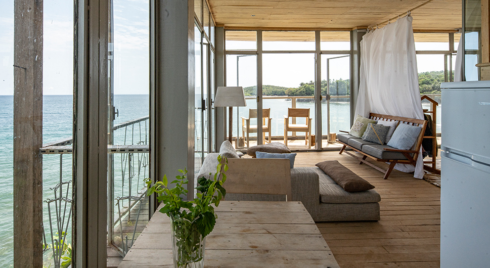 Mawo House, Ondas Divinas: A stunning vacation rental above the ocean waves, next to a secluded beach