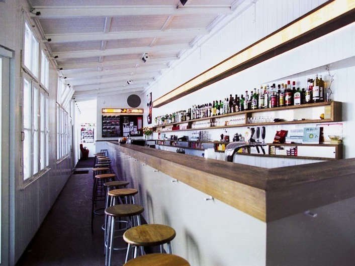 Xenix Kino, Bar